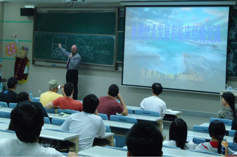 Professor T.J.Shanahan giving a lecture in Guangzhou University of Chinese Medicine, 2012.